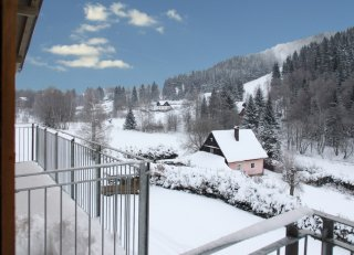 Výhled z bytu na sjezdovku Ski Bublava